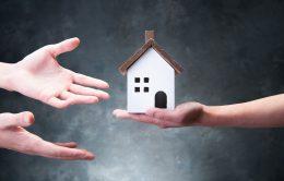 相続した不動産を分割する4つの方法 | 遺族間の話し合いに必要な情報を紹介