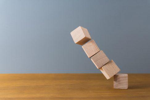 【初心者向け】不動産投資のデッドクロスとは? | 原因と対策を分かりやすく解説